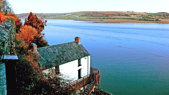 dylan-thomas-boathouse-carmarthenshire