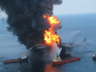 deepwater_horizon_offshore_drilling_unit_on_fire_20103