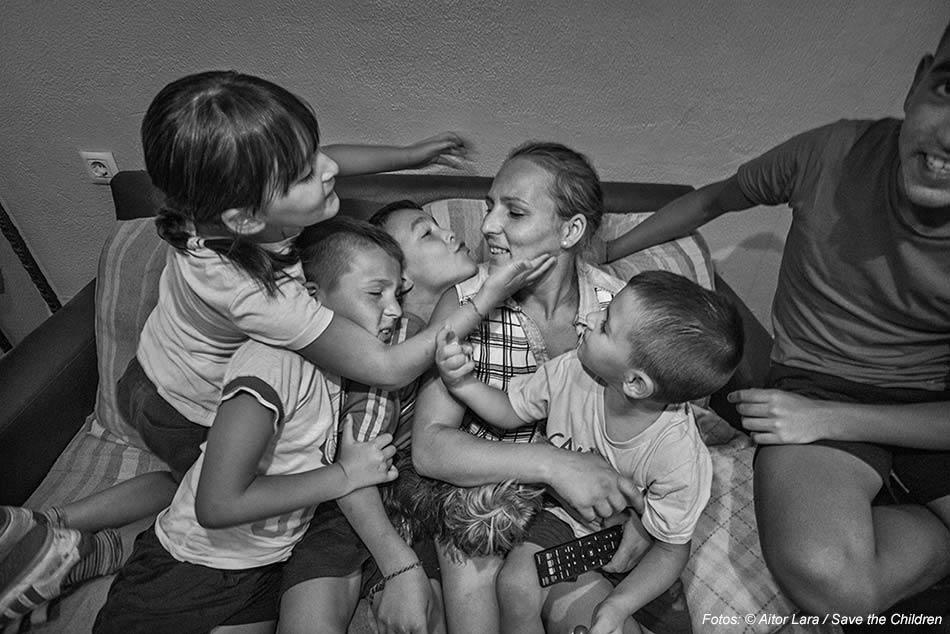 Pobreza, madres solas, cariño, exclusión