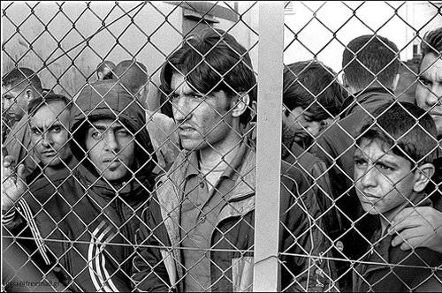 Refugiados-inmigrantes arrestados en el centro de detención de Filakio, Evros, Grecia