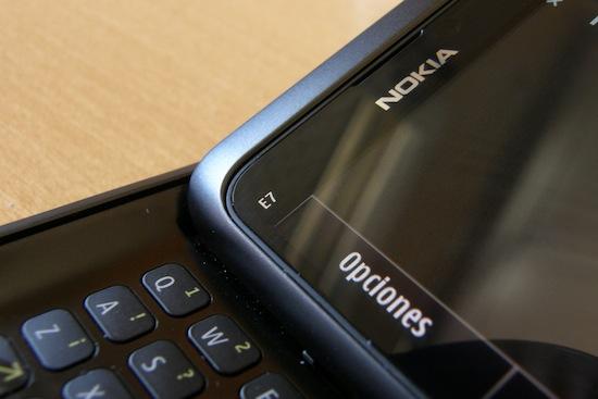 Nokia E7. Integración de pantalla y teclado