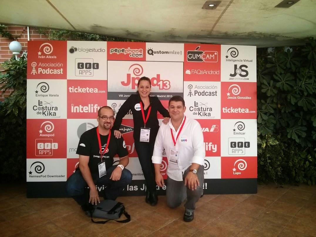 @doalvares, @nacu y @serantes posando en las jPod13